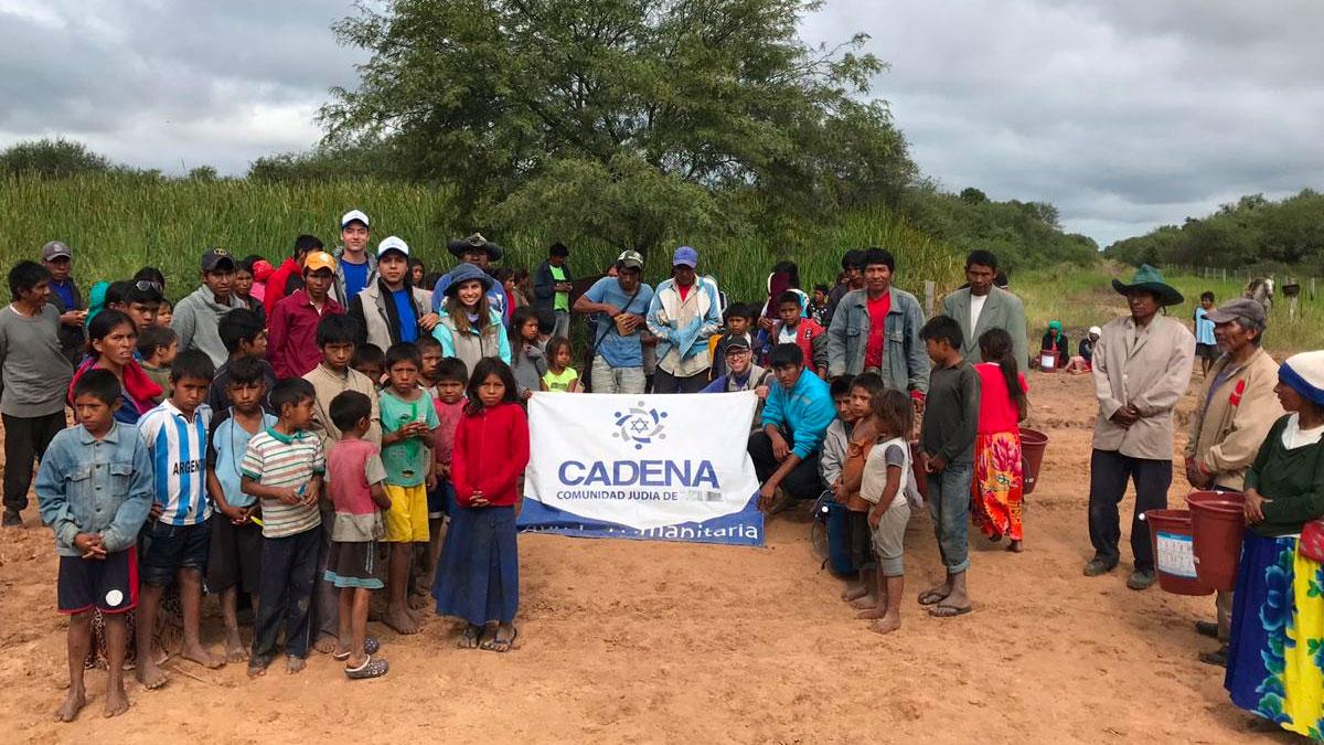 Una comunidad afectada de Paraguay alrededor de la manta de CADENA.
