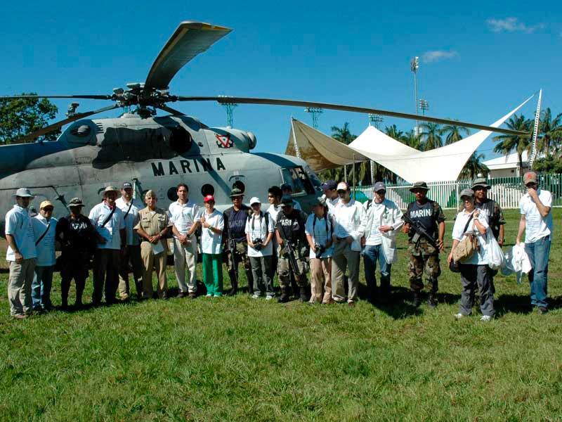 El equipo de CADENA junto a la Marina de México