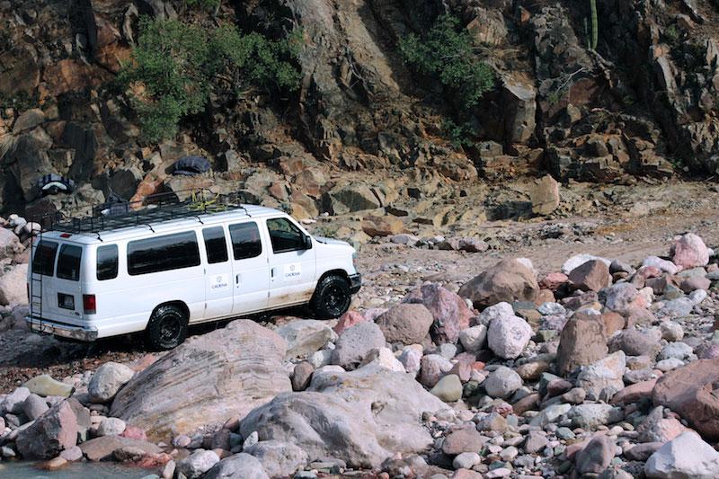 La camioneta que transportó a los voluntarios de CADENA a través de peligrosos caminos.